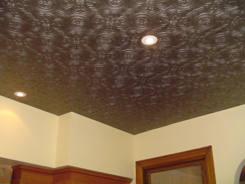 Потолок с обоями